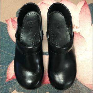 Dansko Smooth Leather Black Classic Clogs
